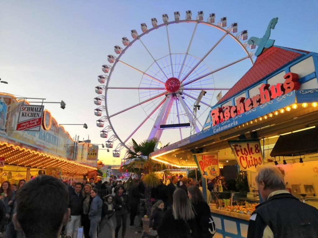 Thrilling-rides-at-Hamburger-Dom